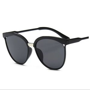Accessories - Designer Vintage Black Mirror Flat Lens Sunglasses